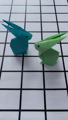 DIY Origami Rabbit Video Tutorial DIY Origami Kaninchen Video Tutorial The post DIY Origami Kaninchen Video Tutorial appeared first on Instruções Origami, Paper Crafts Origami, Diy Paper, Oragami, Origami With Lined Paper, Bunny Origami, Origami Videos, Origami Dragon, Origami Bookmark