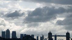 Großbritannien : Was vom Boom übrig bleibt Der Brexit wird Großbritannien doch nicht so hart treffen wie befürchtet? Von wegen. Denn nur für die wenigsten bedeutet der wirtschaftliche Aufschwung auch Wohlstand. Von Sascha Zastiral, London Blue Streaks, Japan, Affiliate Marketing, New York Skyline, Clouds, Building, England Uk, London England, Travel