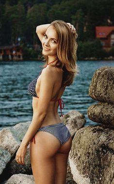 I Love The Beach, Man In Love, Worst Celebrities, Celebs, Male To Female Transition, Beauty Guide, Bikinis, Swimwear, Hot Bikini