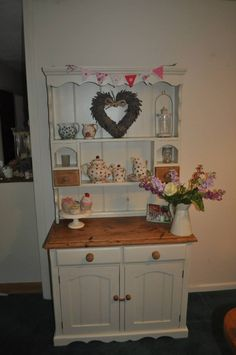 Inspiration for my Welsh dresser Upcycled Furniture, Painted Furniture, Welsh Dresser, Kitchen Dresser, Country House Interior, Home Comforts, Country Style Homes, My Living Room, Country Kitchen