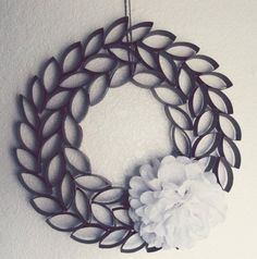 Paper Roll Wreath | Don't Throw Out Those Paper Towel and Toilet Paper Rolls! Here Are 17 Brilliant Ways to Reuse Them!