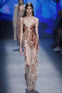 Alberta Ferretti   Ready-to-Wear - Autumn 2016   Look 6