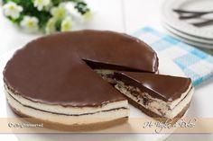 Torta fredda Kinder Pinguì una cheesecake senza cottura in forno e senza colla di pesce, golosa. Una torta fresca e facile da preparare che piace a tutti.
