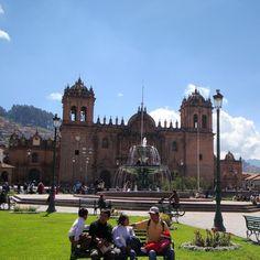 Plaza de Armas Cusco Peru. Viagens para recordar. Um lugar pra voltar. #cusco #plazadearmas #mercosul #americadosul #peru #viagem #turismo #férias #fotododia #minhavida #vlog #mylife #youtubechannel #trip #photooftheday #fun #travelling #tourism #tourist #travel #myworld