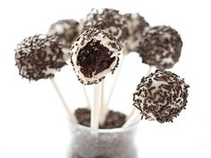 We used Betty Crocker Supreme frosted brownie mix to make our Black-and-White Brownie pops. Dip in melted white chocolate and roll in sprinkles for a fun birthday party treat. Brownie Cake Pops, Brownie Frosting, Brownie Bar, Brownie Bites, Yummy Treats, Delicious Desserts, Sweet Treats, Dessert Recipes, Dessert Ideas