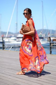 Flowing maxi + oversized clutch + simple sandals = Boardwalk Babe Status @ http://www.studentrate.com/fashion/fashion.aspx