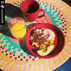 #Repost @soymicha08 with @repostapp.  A very sunny Sunday morning breakfast! Mangu con un huevo frito y su cebollita! And of course a little aguacate. #querico #desayuno #mangu #justmanguit #comidadominicana #iangarten