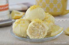 Le Palline fredde al limone limonelle sono dei piccoli bon bon freschi da conservare in frigo e perfetti per offrirli agli amici d' estate