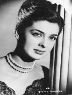 Rebeca Iturbide (1924-2003) Fue una actriz de la época de oro del cine mexicano, considerada en su tiempo la versión mexicana de Vivien Leigh, celebre protagonista de Lo que el viento se llevó