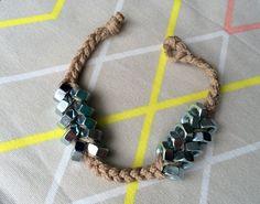 Anyacsavar karkötő - Masni / Nut screw bracelet DIY Crafts To Do, Jewellery Diy, Jewelry, Washer Necklace, Crochet Necklace, Bracelets, Fun, Ideas, Craft