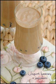 jogurt kawowy z jagodami