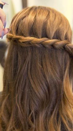 TXT IT Tousle Spray by L'Oreal Advanced Hairstyles is the best finish to a dutch braid