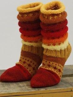 Loom Knitting, Knitting Socks, Hand Knitting, Knitting Patterns, Crochet Leg Warmers, Crochet Slippers, Rainbow Socks, Ravelry, Colorful Socks
