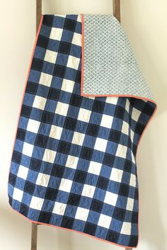 Love this idea! It would make a perfect blanket to keep around the house. Will have to try. craftyblossom: navy gingham quilt.