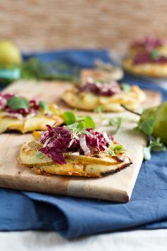 haseimglueck.de Rezept, Mini Pizza mit Birnen & Gorgonzola  #ichbacksmir #kräuter