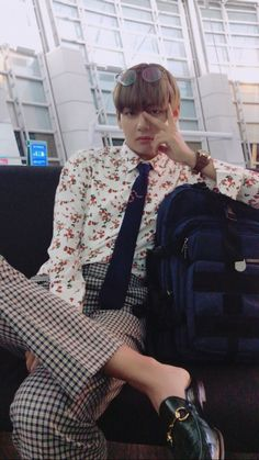 Image shared by 「icebear」. Find images and videos about kpop, bts and v on We Heart It - the app to get lost in what you love. Bts Taehyung, Jimin, Bts Bangtan Boy, Taehyung Gucci, Bts Airport, Airport Style, Airport Fashion, Sunshine Line, Fashion Art