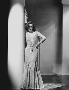 Joan Crawford, Dancing Lady, 1933 (gowns by Adrian) Fifties Fashion, 30s Fashion, Hollywood Fashion, Hollywood Glamour, Fashion History, Star Fashion, Formal Fashion, Vintage Fashion, Evening Attire