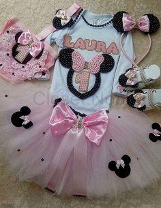 Kit Aniversário Minnie rosa  Contém:  1 body  1 saia tutu  1 sapatinho com pérolas  1 arquinho de orelhas em pérolas  1 faixa  1 calcinha    FAVOR ANTES DE COMPRAR INFORMAR O TAMANHO DESEJADO! OBRIGADA