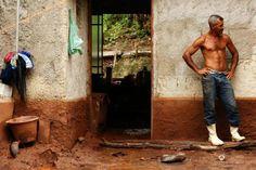 Em vila de Mariana, homem se negou a abandonar os animais Bruno Alencastro/Agencia RBS