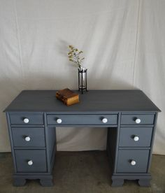 Shout out to @shophouseofmouse for giving me the desk she started her amazing business with. Check out her shop at www.etsy.com/shop/shophouseofmouse #distressedfurniture #paintedfurniture #upcycledfurniture #refurbishedfurniture #reclaimedfurniture  #beautiful #vintagefurniture #rusticfurniture #chalkpaint #ecofriendly #recycled  #follow #home #shabbychicfurniture #furnitureflip #homedecor #interiordesign #losangeles #malibu #California