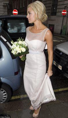 50 Simple Yet Chic Wedding Dresses For Modern Brides Minimal Wedding Dress, Plain Wedding Dress, Simple Wedding Gowns, Chic Wedding Dresses, White Bridesmaid Dresses, Elegant Wedding Dress, Simple Weddings, Bridal Dresses, Beaded Dresses