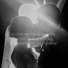 """""""Cinta datang tanpa pernah ada yang mengira. Cinta pergi pasti dengan suatu alasan. Tapi perlukah kehadiran cinta dipertanyakan?"""" . . kiriman dari @sidsastr . . Tag like dan comment. Kirim (DM /Like) kata-kata buatanmu ya. #katakata #quotes #quotesoftheday #pathdaily #pathindonesia #yangterdalam #pecahankaca #catatanfilm #melodydalampuisi #sajak #puisi #sastra #kutipan"""