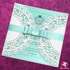 Convite para casamento modelo Classic da Rosa Pittanga. Combinação de branco com azul tiffany esse convite moderno e ao mesmo tempo clássico com recortes a laser, perfeitos para quem quer inovar. Saiba mais em www.rosapittanga.com.br