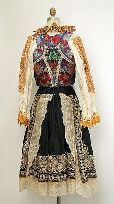 Wedding ensemble Date: 1922 Culture: Slovak Medium: cotton, silk, metal Folk Costume, Costume Dress, Vintage Outfits, Costumes Around The World, Culture Clothing, Lesage, Ethnic Dress, Ethnic Fashion, Historical Clothing
