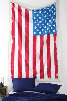 4040 Locust Distressed Flag Tapestry - Urban Outfitters