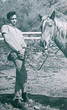 He was always scared of horses Johnny Cash June Carter, Johnny And June, Country Musicians, Country Music Singers, Classic Country Artists, Musica Country, Carter Family, Country Music Stars, Country Boys