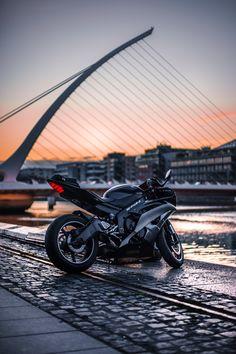 Yamaha at sunset - The MAN - - Mädchen Motorrad - Motocicletas Motos Yamaha, Yamaha Bikes, Yamaha Yzf R1, Wallpaper Moto, Motorcycle Wallpaper, Wallpaper Backgrounds, Wallpaper Lockscreen, Moto Ninja, Dirt Biking