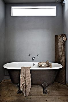 DIY Vintage Bathroom Decor & Design Inspirations To Inspire You Interior, Home, Trendy Bathroom, Vintage Bathroom, Bathroom Windows, Clawfoot Tub, Bathroom Decor, Beautiful Bathrooms, Bathroom Inspiration