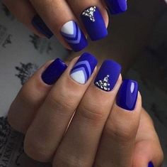 blue nails design