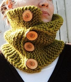 Chunky Button-Up Cowl (Free Knitting Pattern). Needs to be a different color with different buttons.
