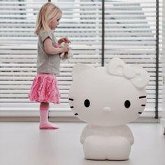 我們看到了。我們是生活@家。: Hello Kitty燈耶!純白的設計, 16種顏色的LED燈光可以調整呢!