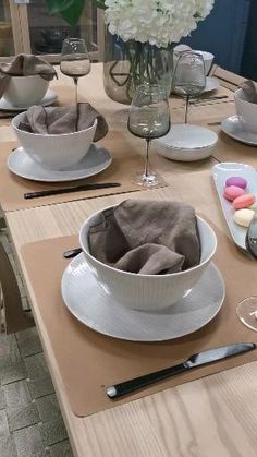 Table decoration. Dining Table. Glass and plats and cutlery. Filmed by Mauritz Interior & Design at Møbelringen Bodø Norway. Cutlery, Norway, Dining Table, Plates, Table Decorations, Interior Design, Tableware, Kitchen, Houses