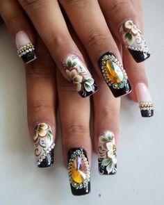 116 Me gusta, 0 comentarios - By Tancinha Castro (@tancinha_castro) en Instagram Crazy Nail Art, Crazy Nails, Nails & Co, Hair And Nails, Rhinestone Nails, Bling Nails, Glitter Nail Art, Nail Art Diy, Fabulous Nails