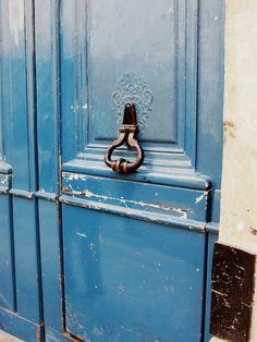 timbllr: serene—waves: blue door in paris