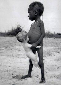 La famine sévit, touchant en priorité les enfants du Biafra.