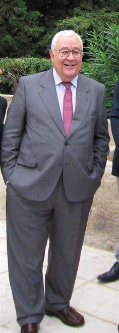 Handsome Older Men, Diahann Carroll, Mature Men, Cool Jackets, Suit And Tie, Trousers, Pants, Pretty Face, Mens Suits