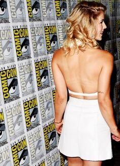 Oliver And Felicity, Felicity Smoak, Arrow Actor, Marvel And Dc Crossover, British, Emily Bett Rickards, Sonic And Shadow, Katherine Mcnamara, Comics Girls