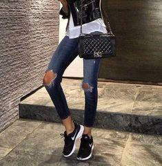 Chanel Yasemin Aksu