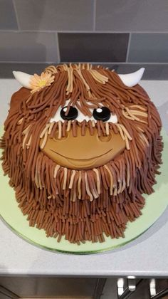 Highland cattle cake Crazy Cakes, Fancy Cakes, Cake Recipes, Dessert Recipes, Desserts, Cow Cakes, 21st Cake, Cupcake Birthday Cake, Cookie Tutorials