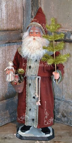 *CHRISTMAS PAST ~ German Style Santa by Rucus Studio. I adore this santa and the work done by Rucus Studios.just Awesome ! German Christmas, Christmas Past, Victorian Christmas, Primitive Christmas, Father Christmas, Country Christmas, All Things Christmas, Vintage Christmas, Christmas Holidays