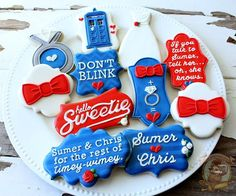 Doctor Who wedding cookies Doctor Who wedding cookies Doctor Who Wedding, Doctor Who Party, No Bake Sugar Cookies, Royal Icing Cookies, Geek Wedding, Wedding Ideas, Dream Wedding, Wedding Planning, Wedding Inspiration