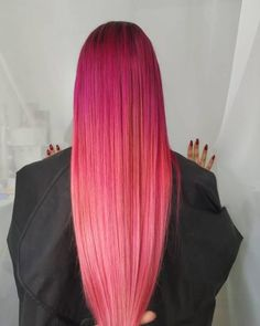 Take a dip into the sweet realness of a dramatic, two-toned pink hair. Be sure to check out these trendy pink ombré hair photos! Pink Ombre Hair, Brown Ombre Hair, Blonde With Pink, Beige Blonde, Brown Hair With Caramel Highlights, Blonde Highlights, Color Safe Shampoo, Ombré Hair, Natural Hair Styles