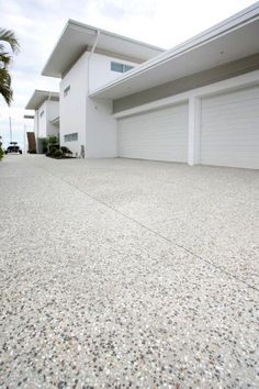 65 ideas exposed aggregate concrete patio design The Effective Pictures We Offer You About patio int Concrete Patios, Concrete Patio Designs, Cement Patio, Concrete Porch, Modern Driveway, Driveway Design, Driveway Ideas, Exposed Aggregate Driveway, Exposed Concrete
