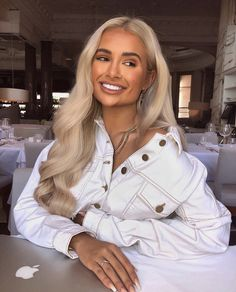 MONDAY MOOD 🤩✨ Our doll glowin' 💕 in the White Raw Edge Denim Jacket 🔍 Search 🙌 Which piece did you order from the PLT x Molly-Mae collection? Youre Like Really Pretty, Trendy Outfits, Cute Outfits, Blonde Hair Looks, Love Your Hair, Style Casual, Outfit Goals, Hair Goals, Celebrity Hairstyles
