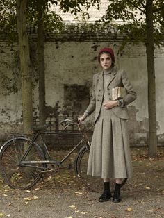 Winter 15 Lovely dressed girl - only you have to be under I guess. Fashion Moda, Retro Fashion, Vintage Fashion, Womens Fashion, Country Wear, Country Fashion, Tweed Ride, Librarian Chic, Cycle Chic