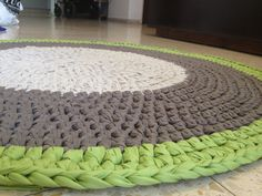 Crochet Carpet- i love the material texture Crochet Carpet, Crochet Home, Crochet Yarn, Knitting Wool, Arm Knitting, Crochet Mandala Pattern, Crochet Patterns, Yarn Projects, Crochet Projects